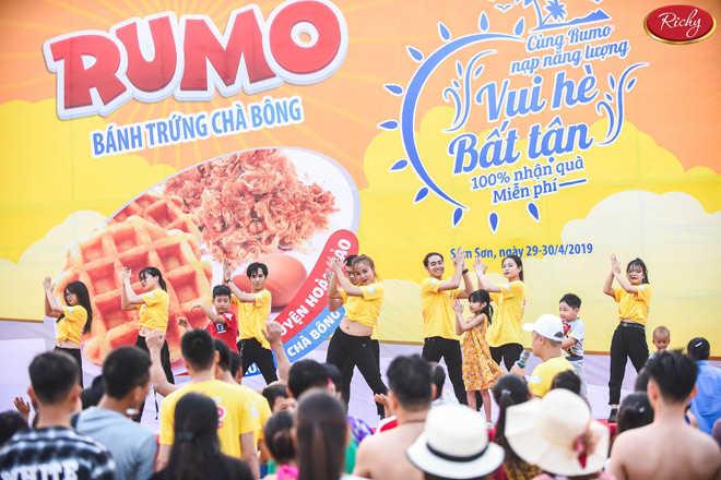 Thưởng thức bánh trứng Rumo mùa hè bất tận tại biển Sầm Sơn, Cửa Lò - 2