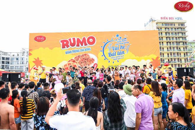 Thưởng thức bánh trứng Rumo mùa hè bất tận tại biển Sầm Sơn, Cửa Lò - 1