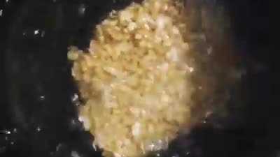 Làm cơm cháy ngon từ gạo nếp thừa