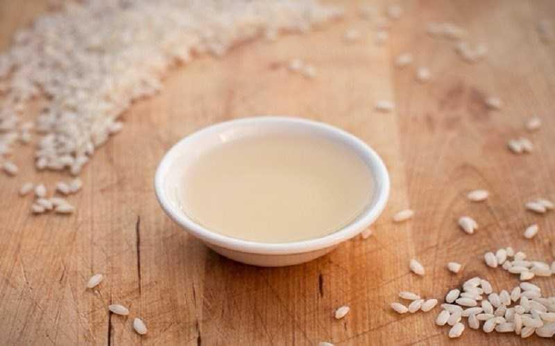 Giấm gạo được dùng để ngâm chua