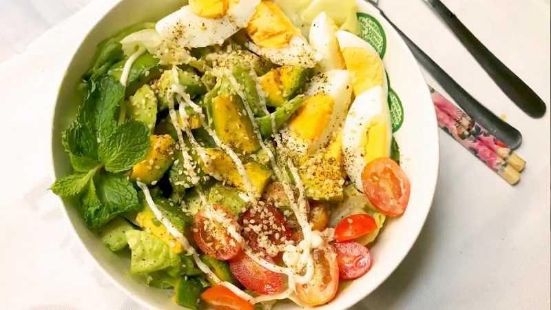 Salad bơ trứng gà
