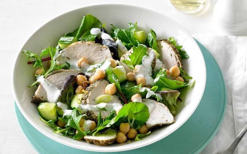 Salad gà và rau oregano