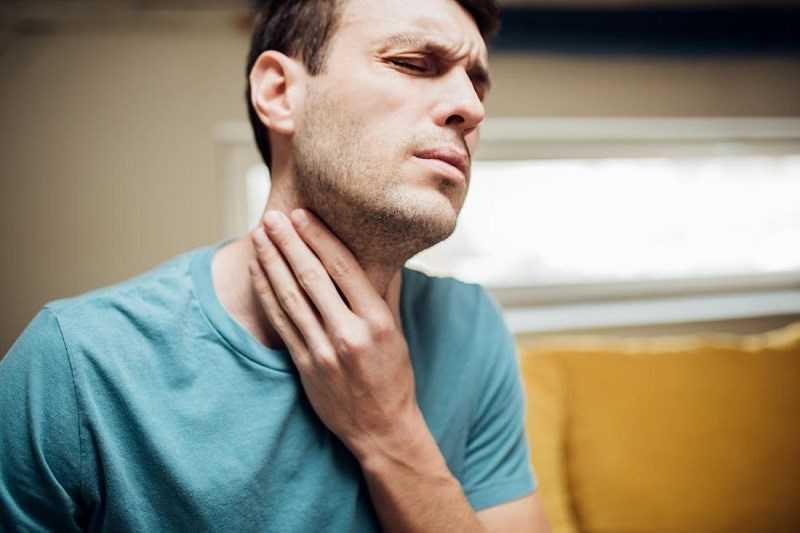 Uống nước nóng làm giảm triệu chứng khó nuốt