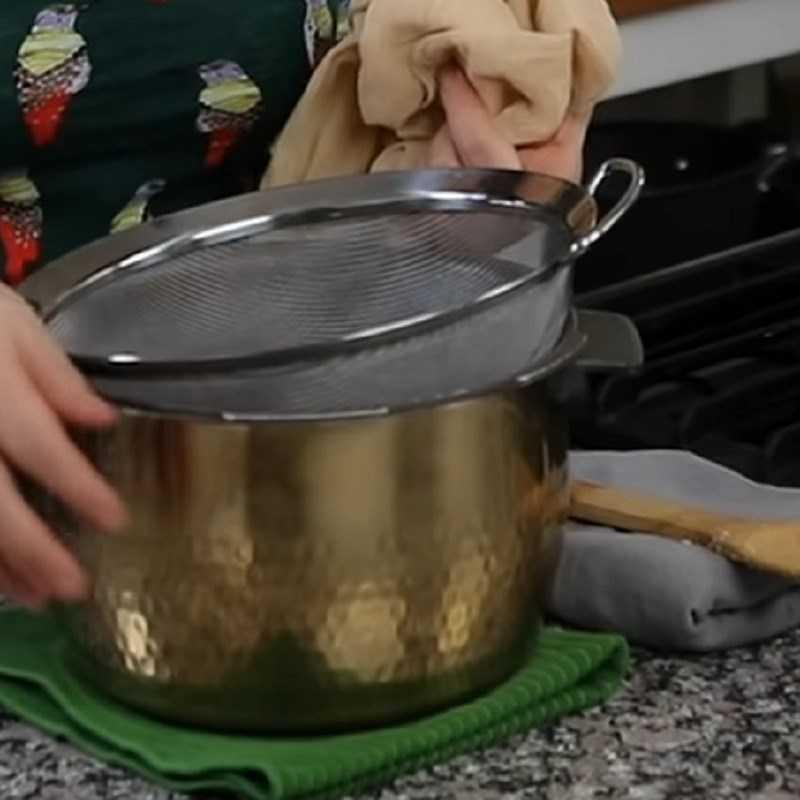 Bước 3 Lọc hỗn hợp nước vo gạo