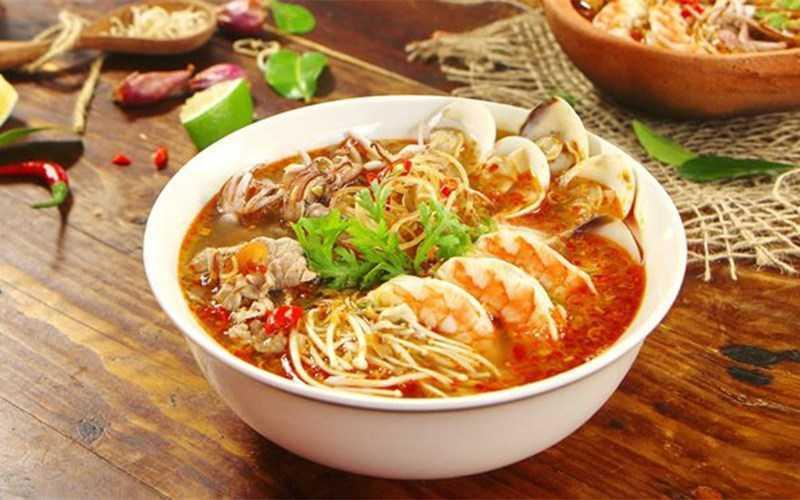 Bún Thái hải sản cay