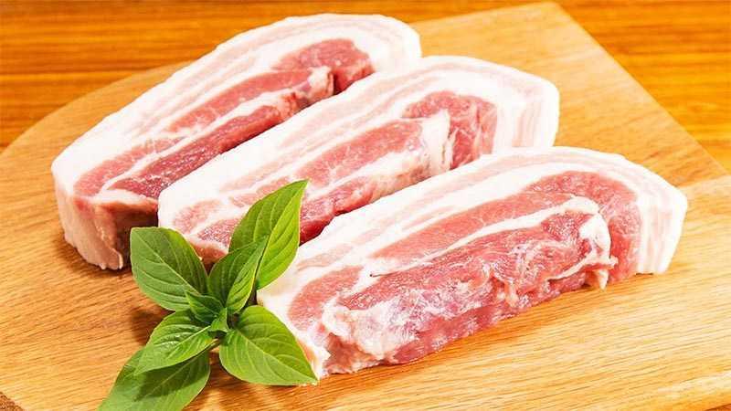 Thịt ba chỉ ngon có màu hồng, tươi