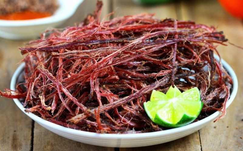 Thịt trâu gác bếp của người Thái Đen