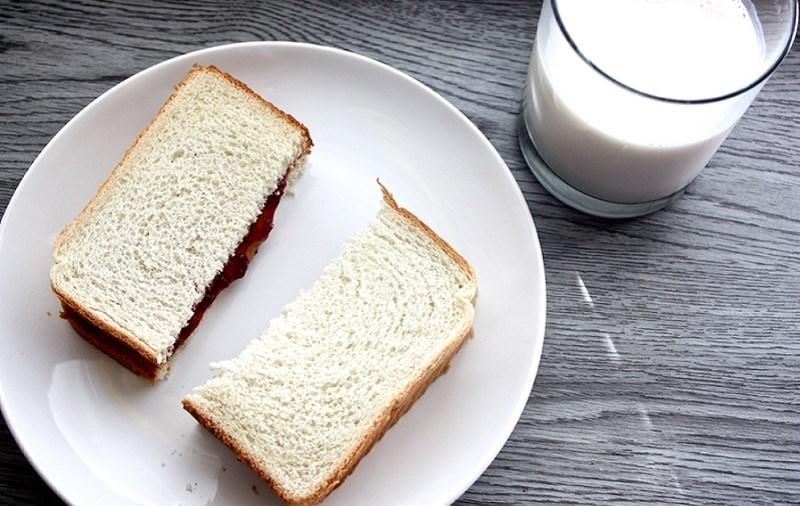 Ăn bánh mì có mập không?