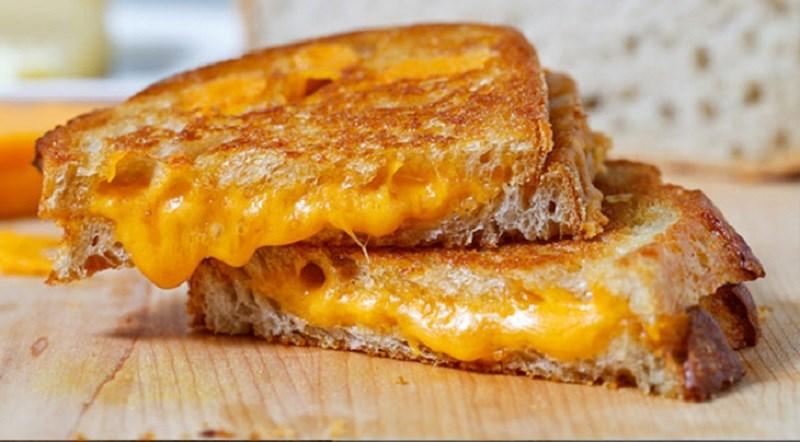 Sandwich phô mai áp chảo