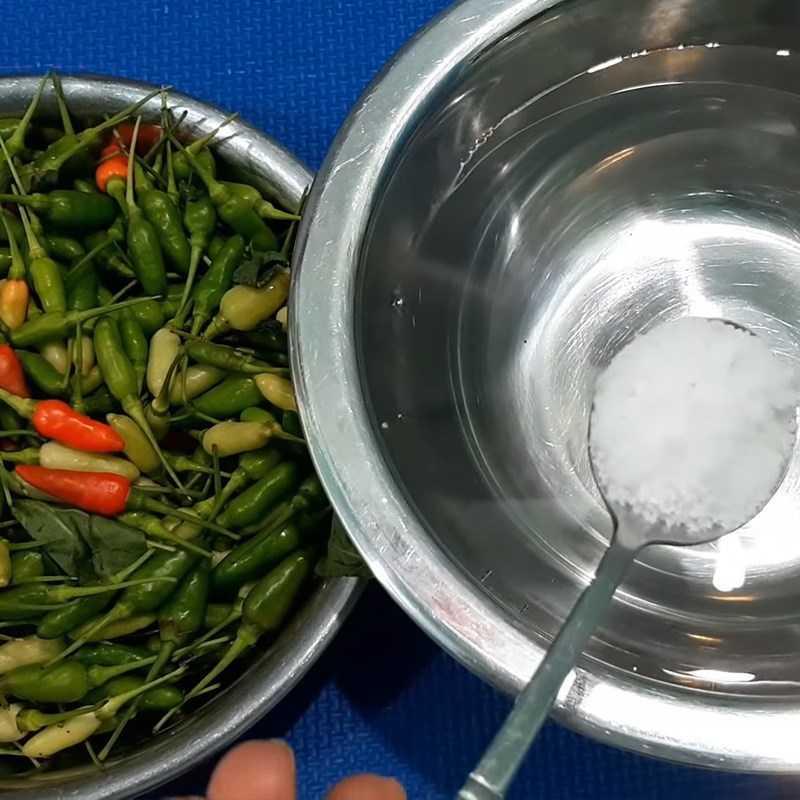 Bước 1 Sơ chế ớt Ớt ngâm nước mắm