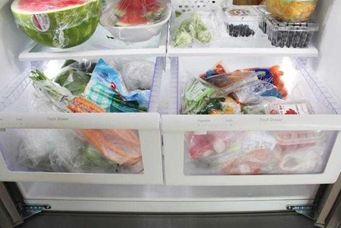 Bọc riêng từng loại rau rồi cho vào tủ lạnh bảo quản