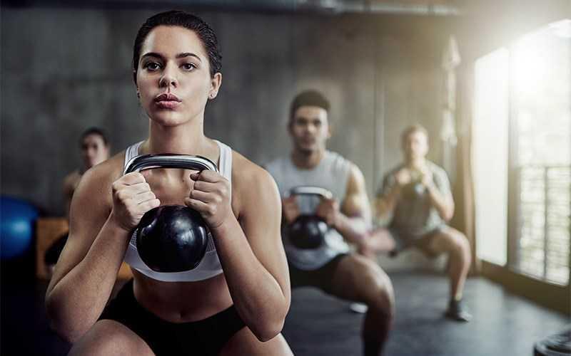 Thực hiện các bài tập cơ bắp