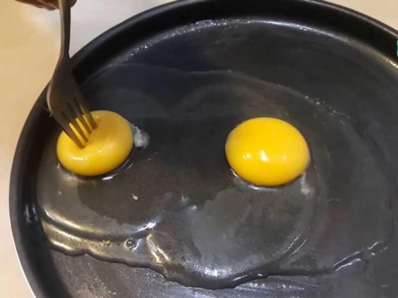 Chuẩn bị đâm vào lòng đ� trứng