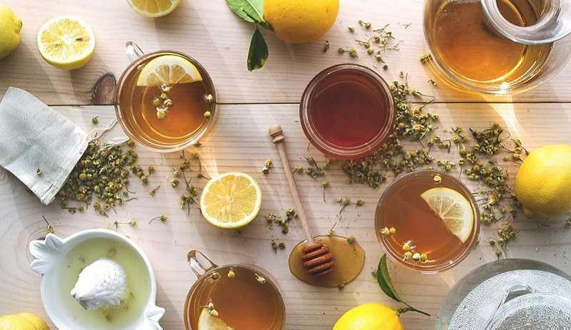 Dùng nước muối ấm pha chanh hoặc trà chanh mật ong để trị táo bón