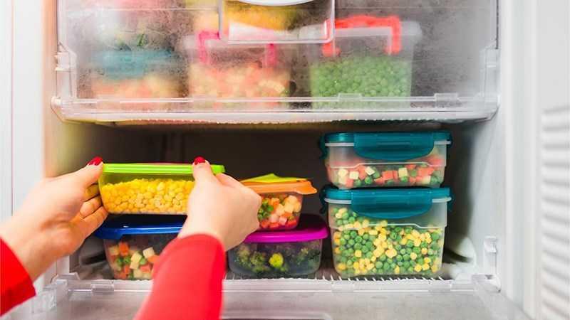 Rã đông từ từ trong ngăn mát tủ lạnh