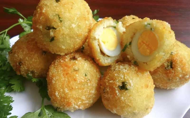 Cơm nguội b�c trứng cút