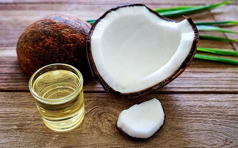 Lưu ý và thời điểm sử dụng dầu dừa để dưỡng mi