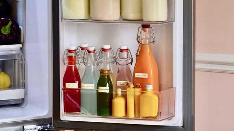 �ặt thức ăn ở cửa tủ lạnh