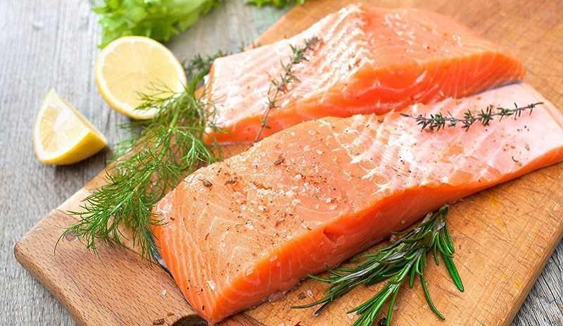 Ăn cá hồi và khoai lang sau khi tập thể dục