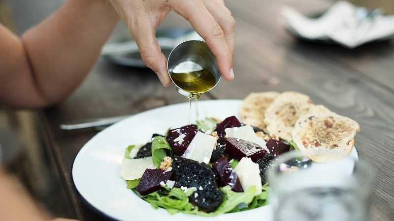 Cách sử dụng dầu ô liu trong nấu ăn
