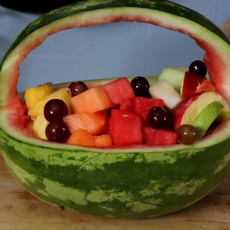Làm giỏ trái cây bằng dưa hấu