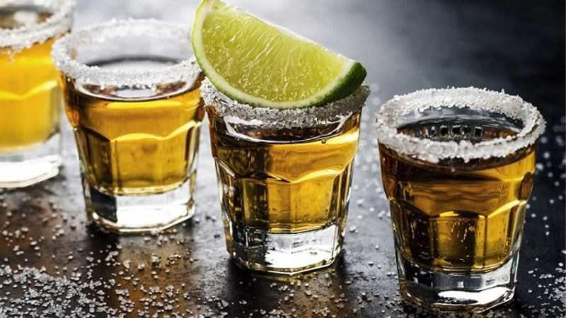 Cách uống rượu Tequila với chanh và muối