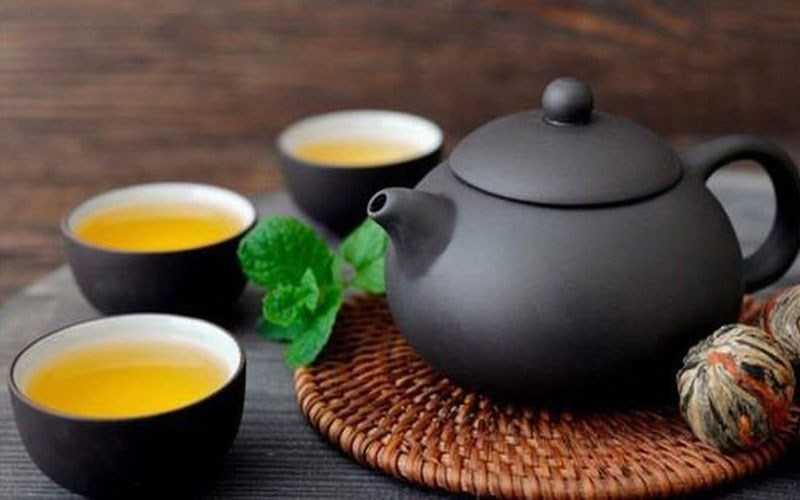 Ăn hải sản và uống trà