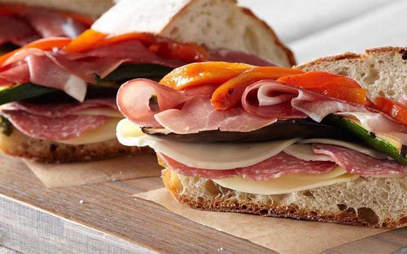 Sandwich xúc xích � phô mai