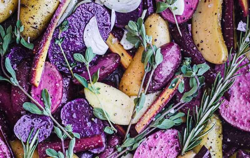 Khoai tây tím tạo thêm sự hấp dẫn, bắt mắt cho món ăn