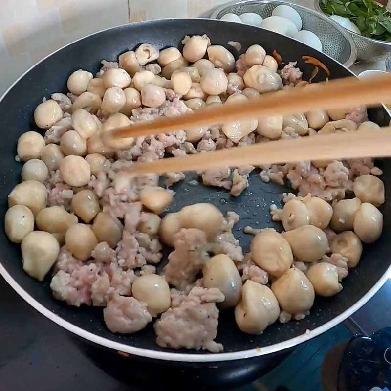 Bước 3 Xào thịt nấm Cháo trứng vịt lộn