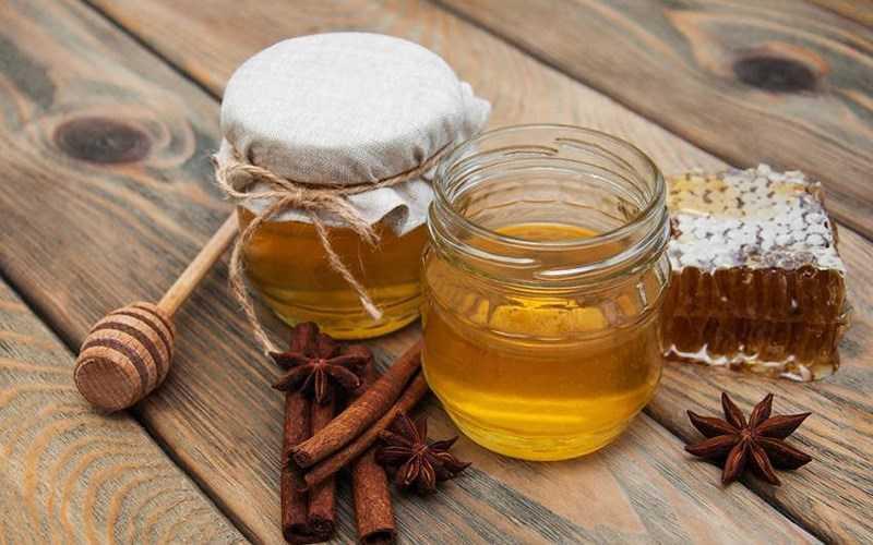 Cách chuẩn bị mật ong và bột quế