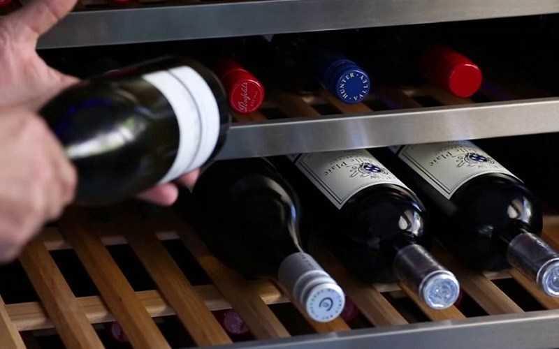 Rượu đặt nằm ngang