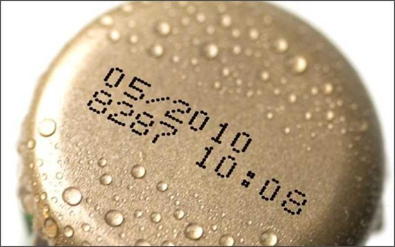 Kiểm tra hạn sử dụng của đồ uống thường xuyên