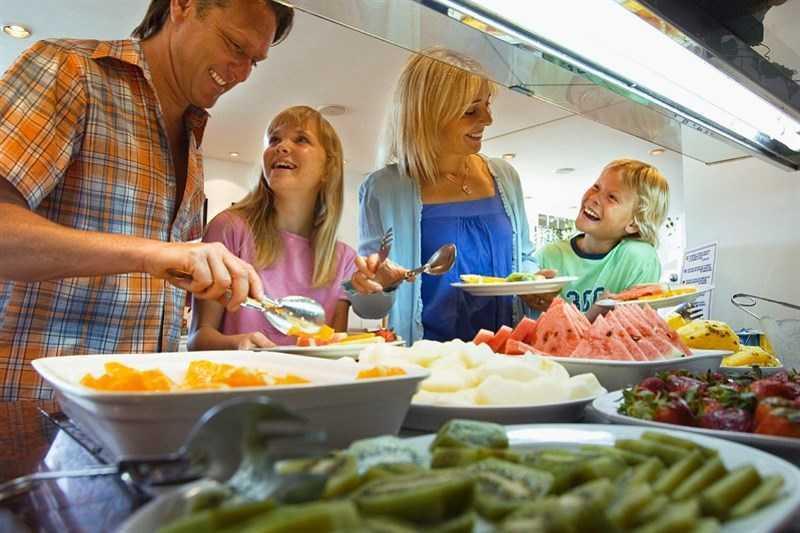 ăn buffet với gia đình