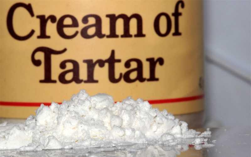 Cream of tartar là một loại bột trắng, mịn