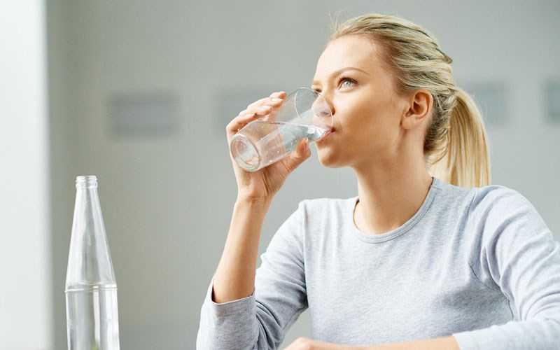 Ngồi uống nước