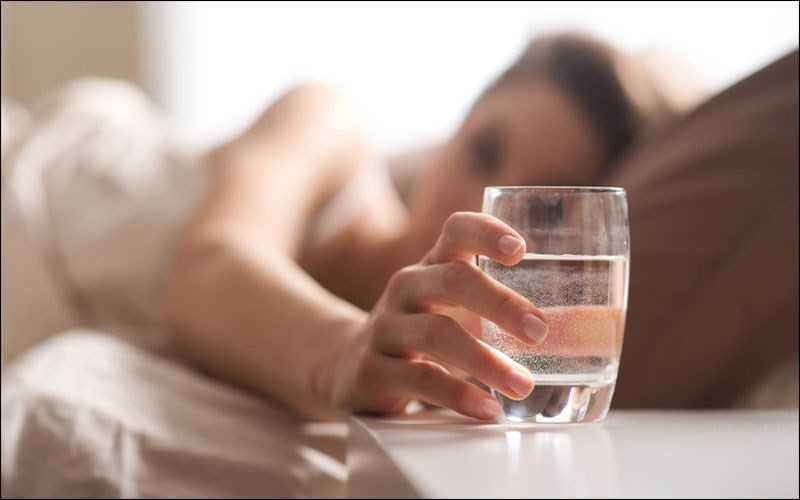 Uống nước ngay khi thức dậy