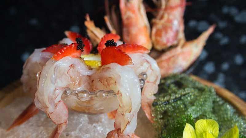 Amaebi sashimi (tôm hồng)