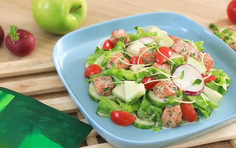 Salad cá hồi (không có sốt mayonnaise)
