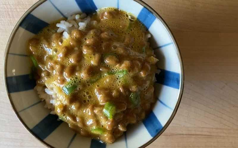 Món natto đã hoàn thành với tất trứng