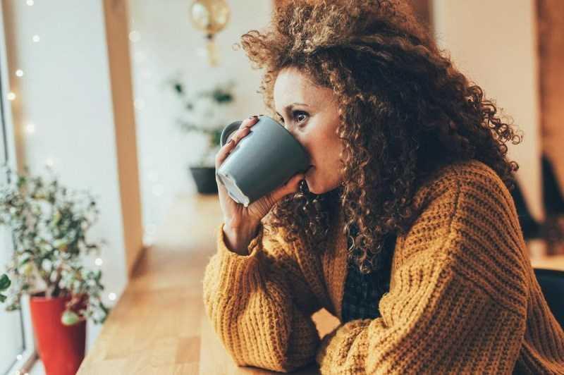 Uống sữa nghệ có nóng không?