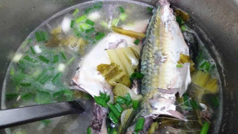 Cá bạc má nấu canh chua